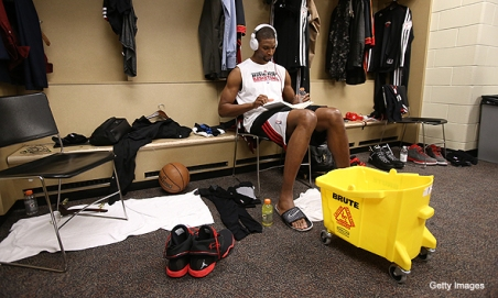 chris-bosh-reading-in-locker-room